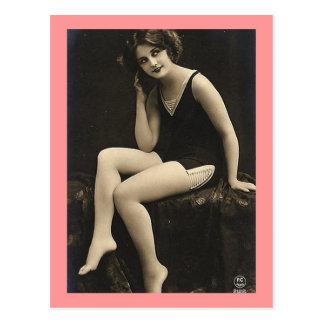 Modelo do fato de banho cartão postal