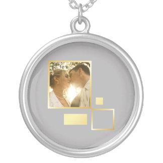 modelo feito sob encomenda da foto do casamento, colar banhado a prata