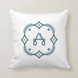 Moderno personalize o travesseiro do monograma com almofada