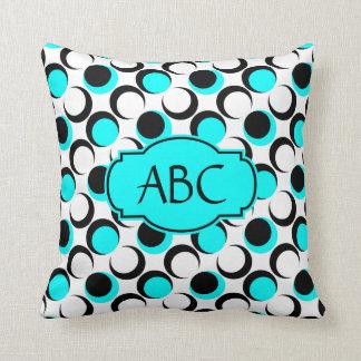 Monograma bonito de w das bolinhas, branco preto travesseiros de decoração