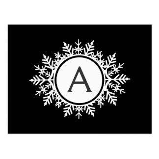Monograma branco ornamentado do floco de neve no p cartões postais