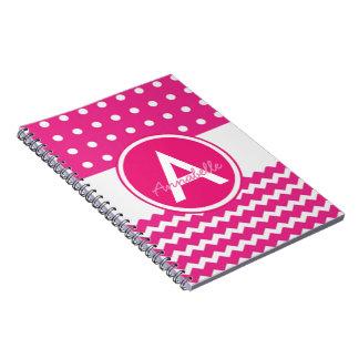 Monograma cor-de-rosa de Chevron das bolinhas Cadernos Espirais
