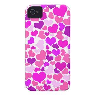 Monograma cor-de-rosa feminino roxo dos corações capa para iPhone 4 Case-Mate