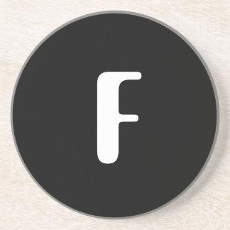 """Monograma da verificação de """"F"""", de vermelho & de  Porta-copo"""