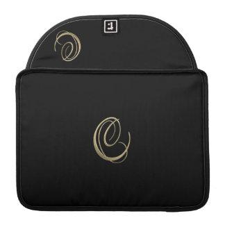 Monograma dourado da inicial C Bolsas Para MacBook