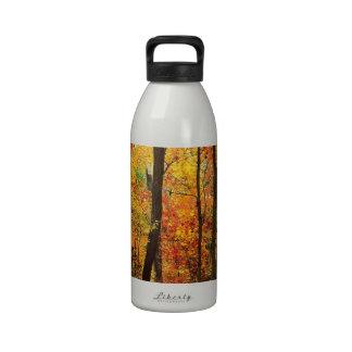 Montanhas apalaches carmesins da floresta garrafinha de água