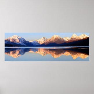 Montanhas nevado cénicos da paisagem de McDonald Poster