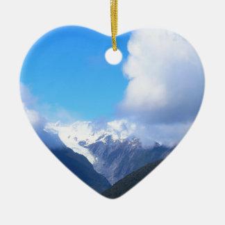 Montanhas nevado, geleira de Nova Zelândia, vista Ornamento De Cerâmica Coração