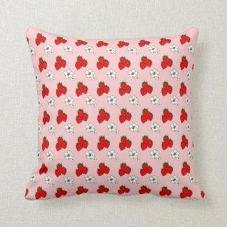 Morangos retros e travesseiro decorativo da flor almofada