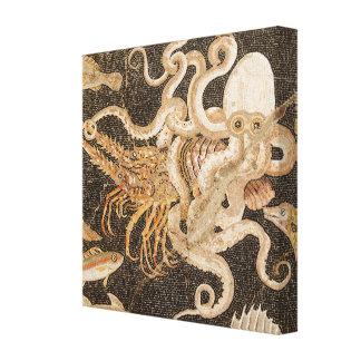 Mosaico do polvo Strugging com canvas das lagostas