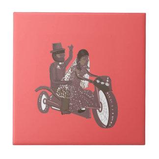 Motociclista que Wedding o azulejo cor-de-rosa