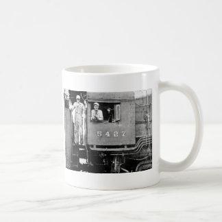 Motor locomotivo da estrada de ferro do vintage do caneca de café