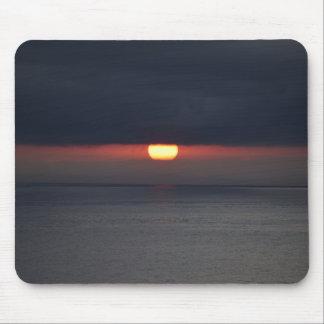 Mousepad com por do sol cinzento