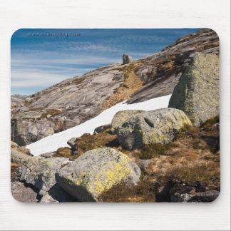 Mousepad da foto da paisagem da montanha. Noruega
