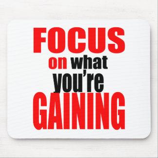 Mousepad foco que ganha a motivação optimista da opinião do