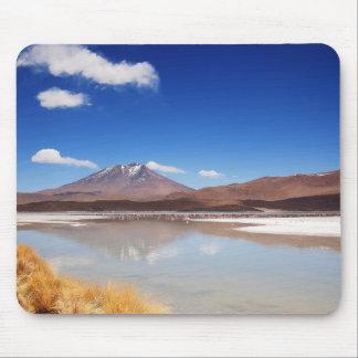 Mousepad Paisagem de Altiplano com o vulcão em Bolívia