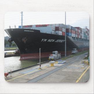 Mousepad Yang Ming entra no canal do Panamá