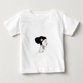 mulher com um bolo t-shirt