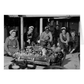 Mulher Shipfitters que trabalha no submarino Cartão
