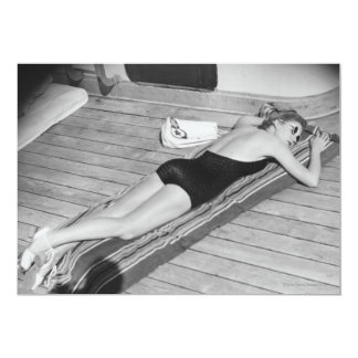 Mulher Tanning de Sun Convite 12.7 X 17.78cm