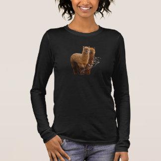 Mulheres da camisa da alpaca mais