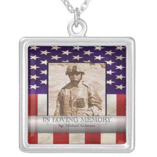 Na foto militar da memória Loving personalizada Colar Com Pendente Quadrado