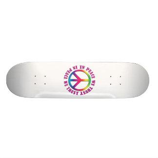 Na paz nós confiamos skateboard
