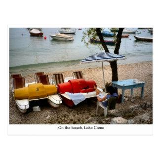 Na praia, lago Como Cartão Postal