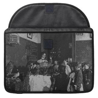 Na sala de aula frente e verso bolsa para MacBook
