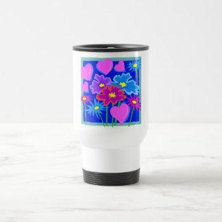 Namorados cor-de-rosa e flores e corações azuis caneca térmica