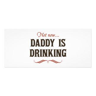 Não agora, o pai está bebendo panfleto personalizado