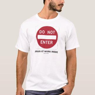 Não entre no cérebro no interior do trabalho (o tshirts
