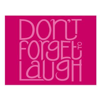 Não esqueça rir o cartão cor-de-rosa cartões postais