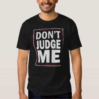 Não me julgue - o tshirt preto dos homens