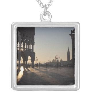 Nascer do sol na plaza San Marco Colar Banhado A Prata