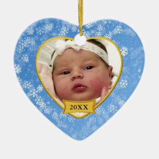Natal azul nevado da lembrança da foto do bebê ornamento de cerâmica coração