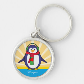 Natal bonito do pinguim com seu nome chaveiro redondo na cor prata