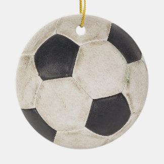 Natal do presente dos jogadores de futebol da ornamento de cerâmica redondo