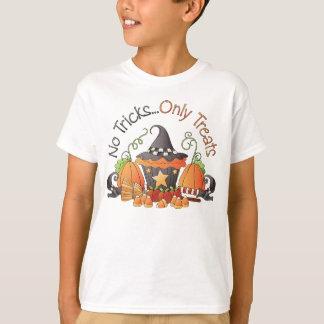 Nenhum feriado do Dia das Bruxas dos truques caçoa T-shirt