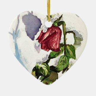 Nevado aumentou ornamento de cerâmica coração