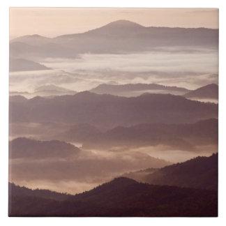 Névoa da manhã no Appalachian do sul Azulejo Quadrado Grande