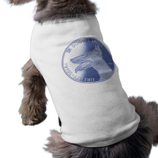 No cão camisa sem mangas para cachorro