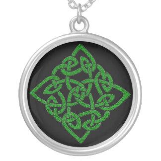 Nó celta - diamante colar banhado a prata