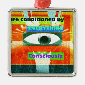 Nós somos condicionados por tudo, consciente 2 ornamento quadrado cor prata