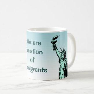 Nós somos uma nação da caneca dos imigrantes