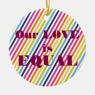 Nosso AMOR é igualdade IGUAL do casamento Ornamento De Cerâmica Redondo