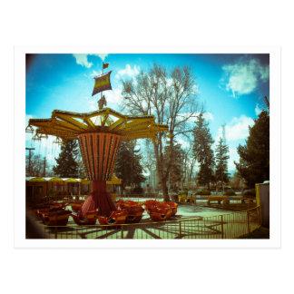 Nostalgia do parque de diversões cartão postal