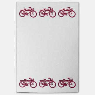 Notas de post-it vermelhas velhas da bicicleta post-it note