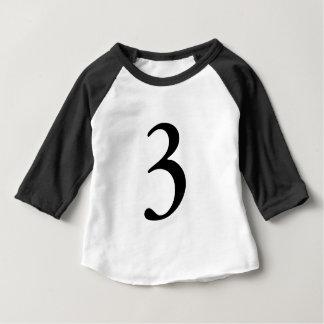 Número três tshirt de uma idade de 3 aniversários