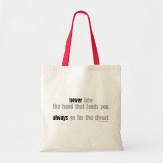 Nunca morda a mão… bolsas para compras